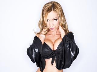 Unser Webcam Girl Julia besorgt es dir in Lack und Leder